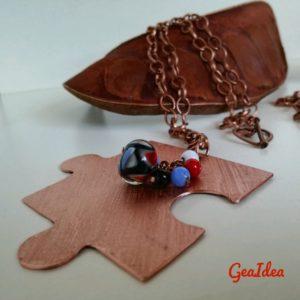 Ecco la perla azzurra e rossa per la seconda collana